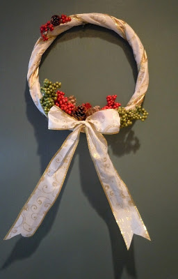 Sandy Toes Creations: Wicker Christmas Wreath