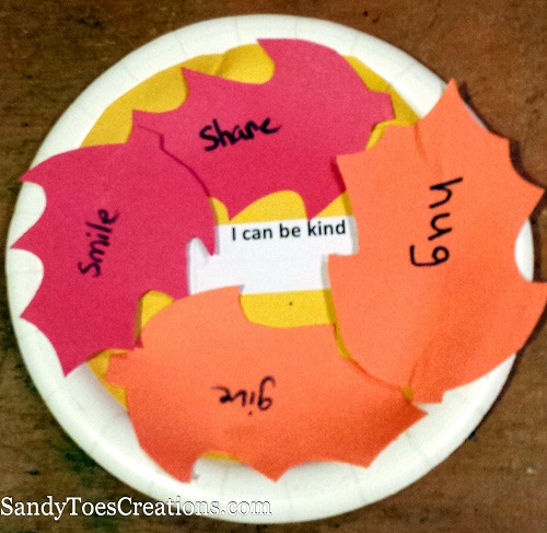 Simple thankfulness crafts for kids. Teaching kids to be thankful and grateful for what they have is important. This fall leaf craft gets kids thinking about ways they can show kindness and thankfulness