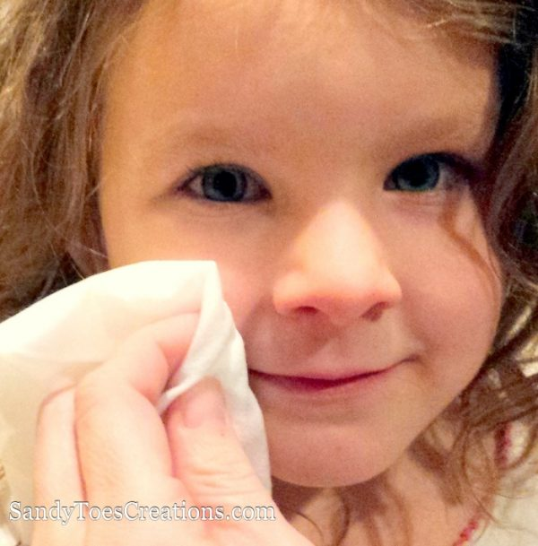 Baby wipes contain all kinds of chemicals that can be harsh on your baby's sensitive skin. Water Wipes have only water and a tiny drop of grapefruit seed extract. They are the purest baby wipes. Great for newborns to big kids #WaterWipes #IC #ad